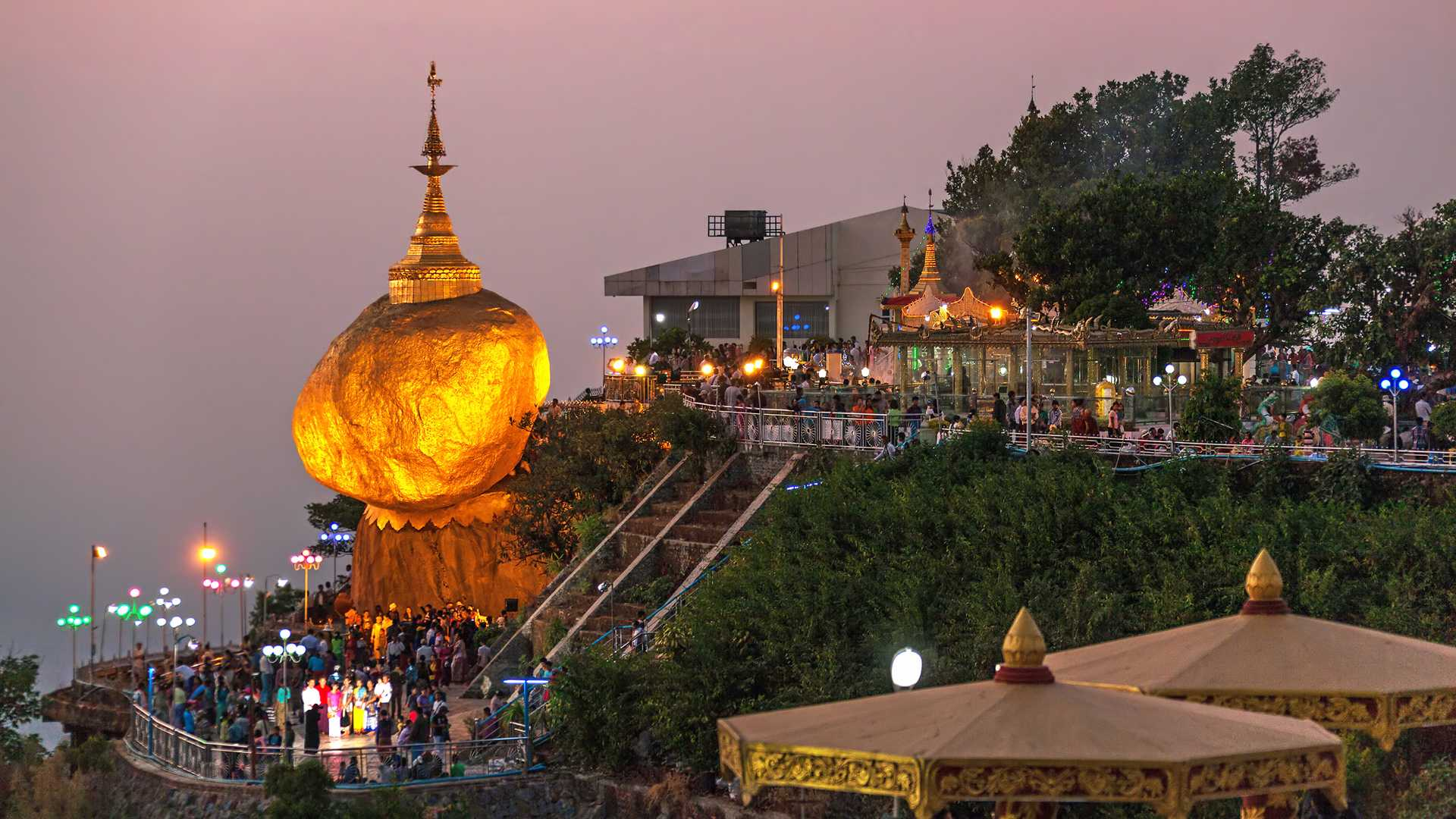 Myanmar_Golden-Rock_Golden-Rock-at-twilight-with-praying-people-and-tourists-71014
